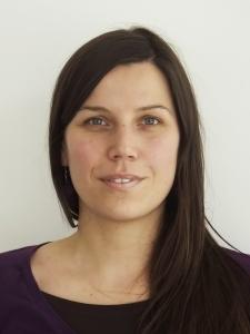 Dr. Ana Bajzelj